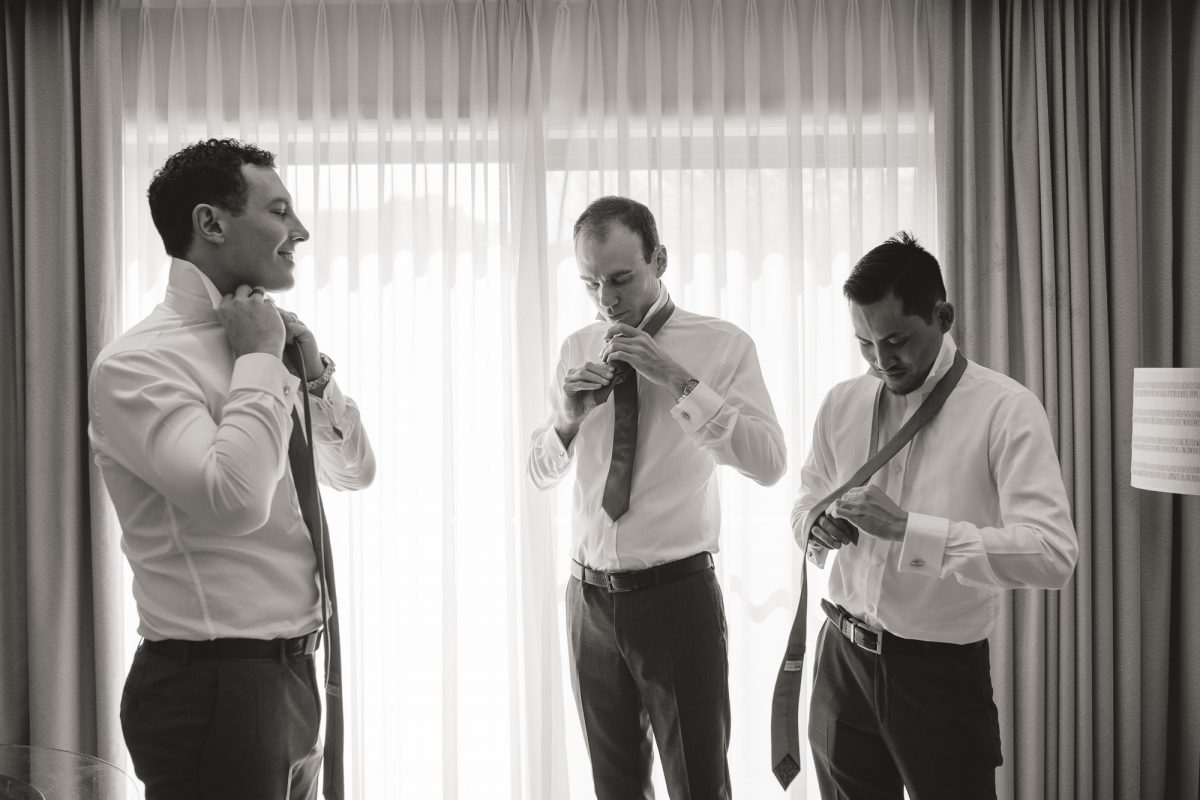 Hills-Lodge-Wedding-Grooms-and-best-man-getting-ready