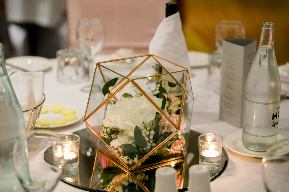 Hills-Lodge-Wedding-table-decor