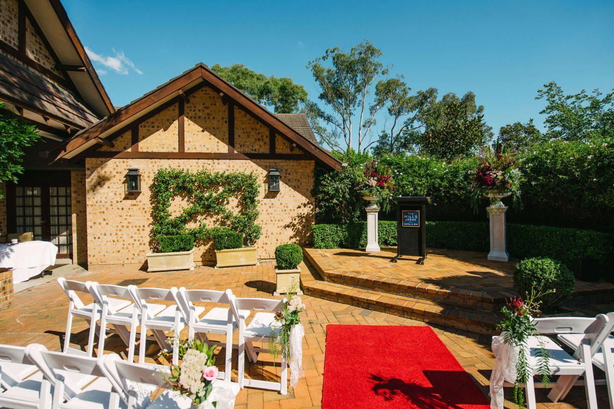 hills-lodge-castle-hill-weddings-006