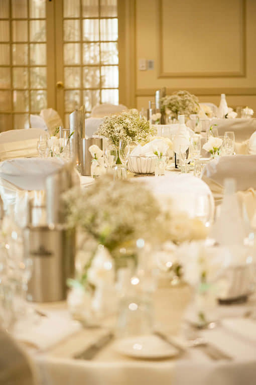 wedding-flowers-and-glassware