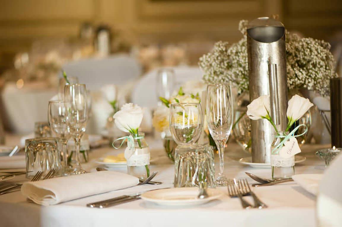 wedding-table-setting-glassware