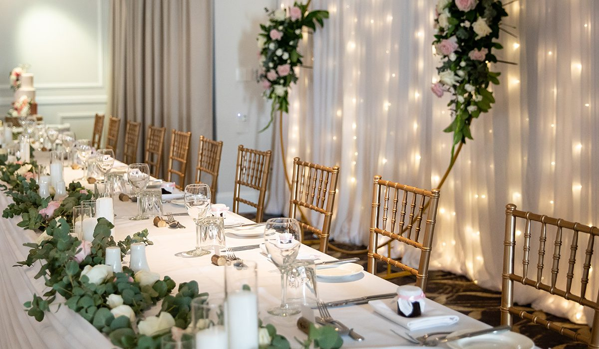 hills-lodge-castle-hill-accommodation-wedding-table-decorations