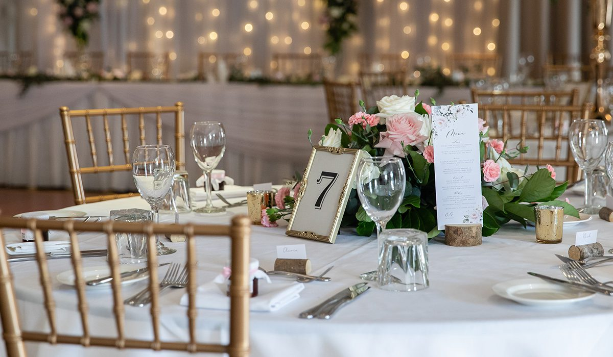 hills-lodge-castle-hill-wedding-table-setting-flowers