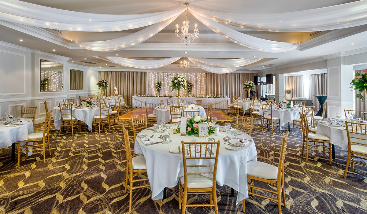 hills-lodge-castle-hill-weddings-bouquet-dining-white