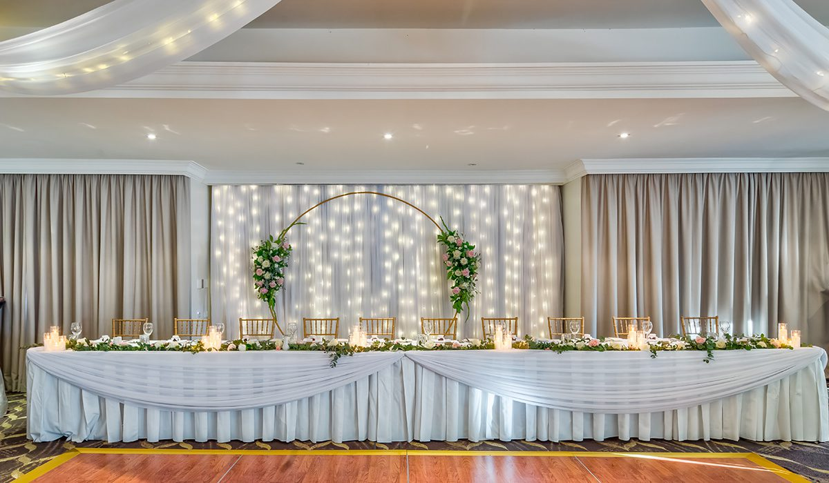 hills-lodge-castle-hill-weddings-party-main-table